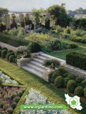 طراحی حیاط ویلا شیبدار